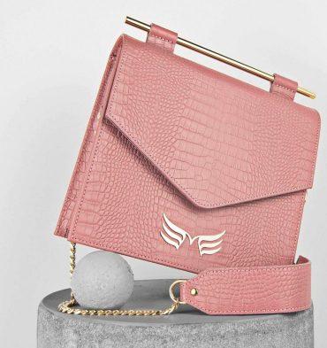 geanta-patrata-din-piele-naturala-roz-prafuit-cu-imprimeu-croco-1