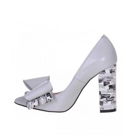 Pantofi toc gros piele gri deschis si piele cu imprimeu